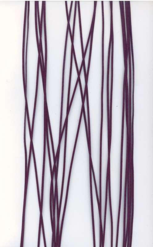 Kožený řemínek plochý barva fialová šíře 2mm délka 1m.