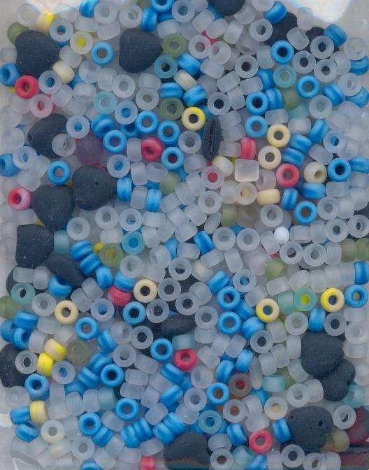 Korálky mix barev a tvarů mat II.j. 100gr. cca 250ks - Prodej české skleněné broušené mačkané mix korálky sklářská surovina firma Preciosa vhodné pro korálkování Firma Petr Machačka - výroba skleněné korálky