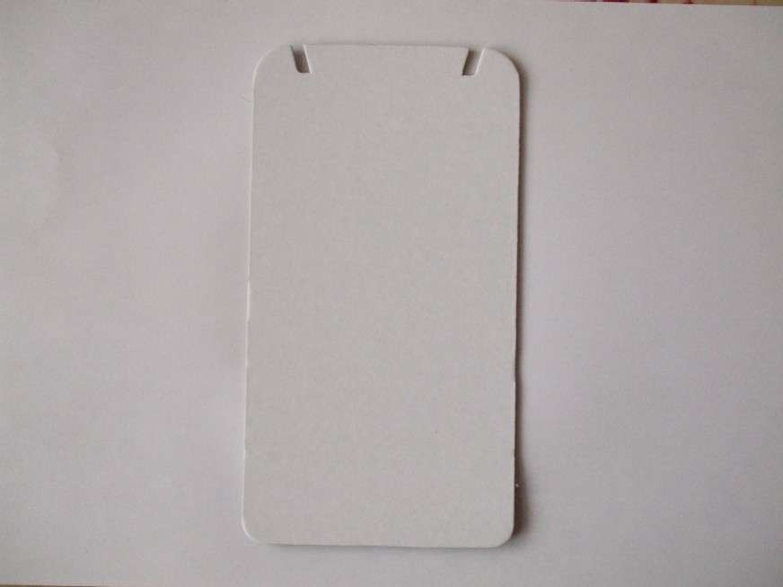 Karta bílá tvrdá 17,5x9,5cm vhodná na náhrdelníky 1ks