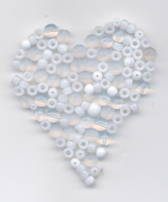 Korálky mačkané 6mm + 8mm krystal+alabastr 100gr. II.j. Firma Petr Machačka - výroba skleněné korálky
