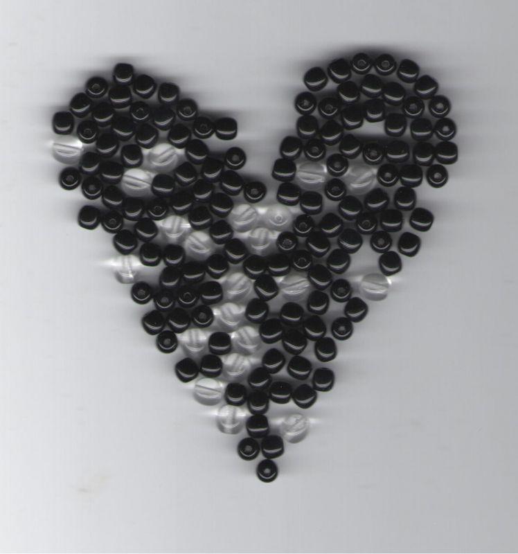 Korálky mix 5mm černé+ 6mm krystal 100gr. II.j. Firma Petr Machačka - výroba skleněné korálky