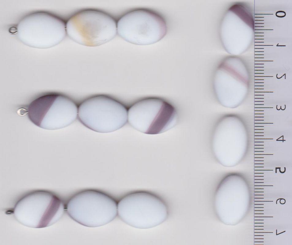 Korálky šváb 16x11x5 mm. Přetah alabastr fialová mat II.j 1KG cca 700 ks. Firma Petr Machačka - výroba skleněné korálky