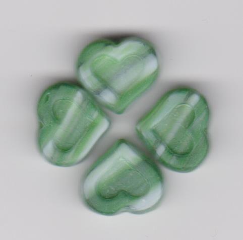 Korálky srdce velikost 14/6mm zelené žíhané 20ks Firma Petr Machačka - výroba skleněné korálky