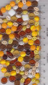 Korálky skleněné mačkané mix žlutá, topaz, hnědá různé tvary cca 150ks 100gr.