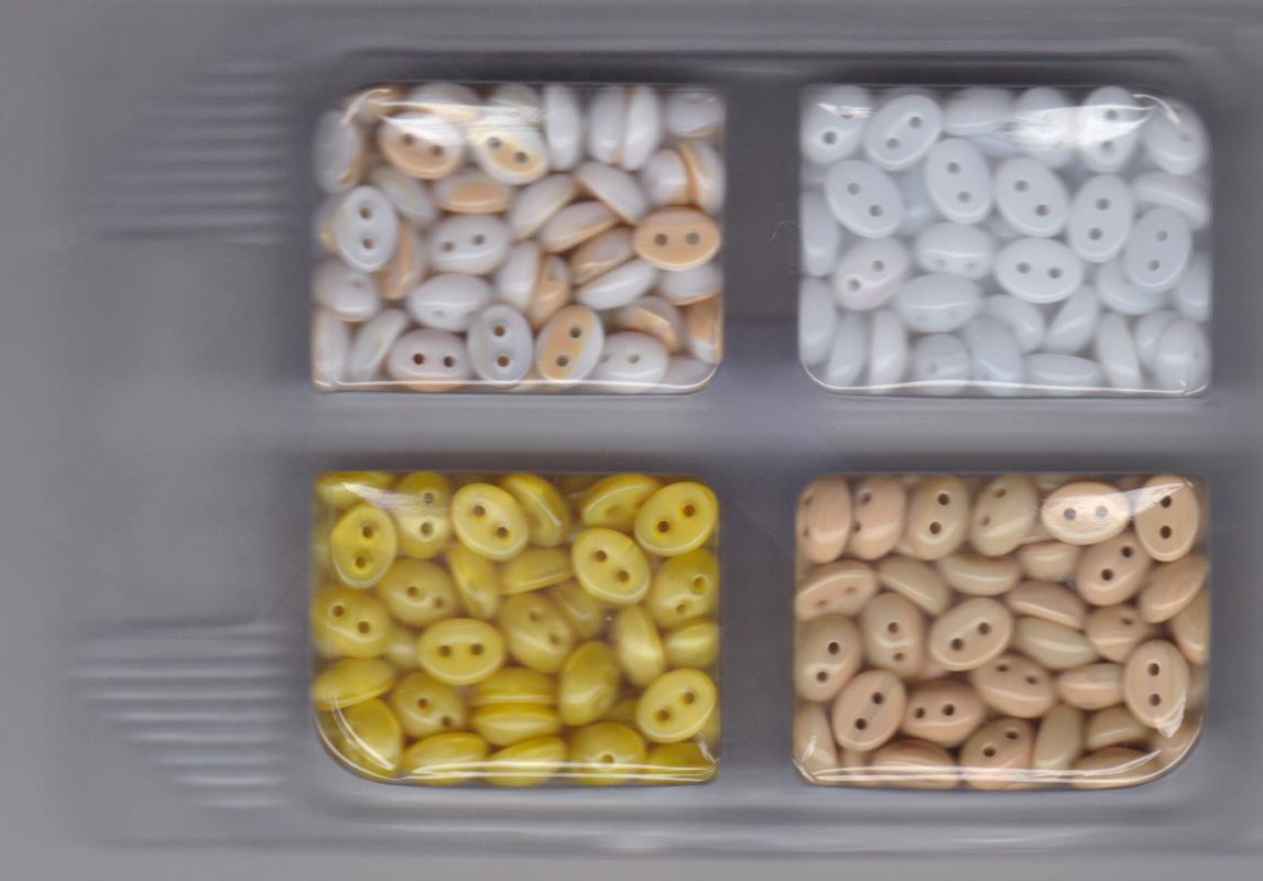 Korálky mugle dvoudírové 6x8mm bílá/izabela/žlutá/bílá+izabela 80gr. Firma Petr Machačka - výroba skleněné korálky