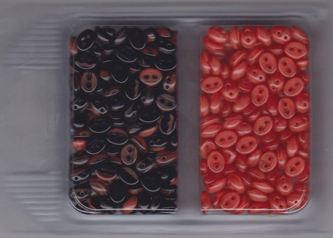 Korálky mugle dvoudírové 6x8mm červená/žíhaná černá + červená 60gr. Firma Petr Machačka - výroba skleněné korálky