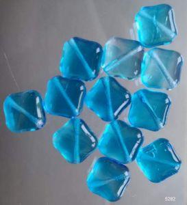 Korálky tvar kostičky 9/9mm aqua lesk I+II. jakost 100gr. Firma Petr Machačka - výroba skleněné korálky